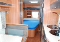 Wohnwagen (Französisches Bett und Mitteldinette, Küche)
